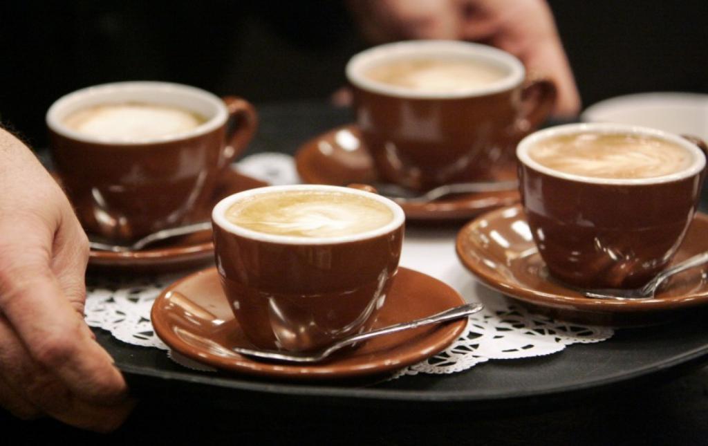 Чашки с готовым кофе